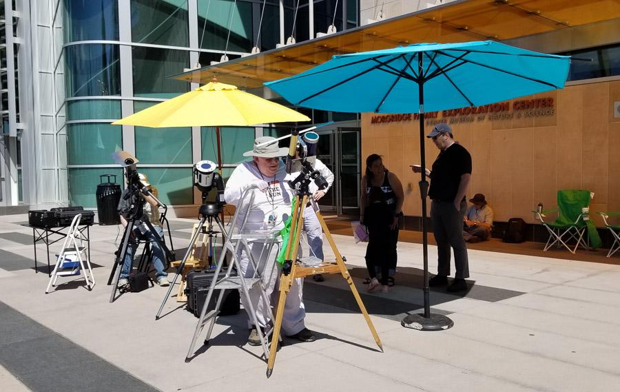 Image of DAS volunteers with solar telescopes.